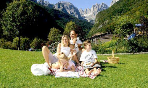 Famiglia a Molveno in Trentino