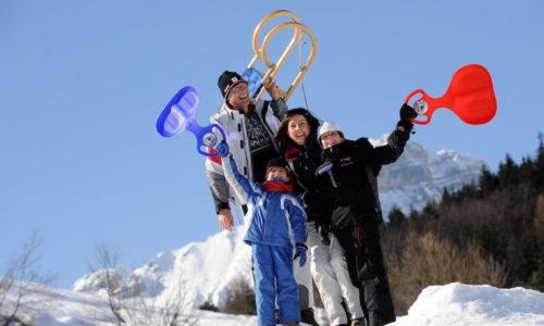 Famiglia sulla neve in Trentino